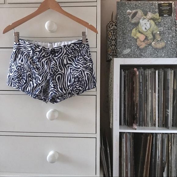 Lilly Pulitzer Pants - Lilly Printed 🐳 Shorts
